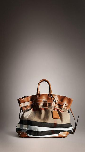 Burberry Traveller Bag